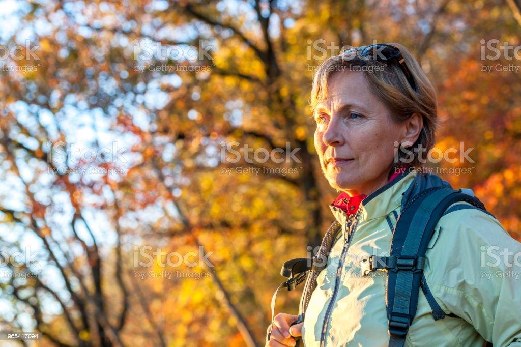 성숙한 여 인은가 색상, 이탈리아, 유럽 - 로열티 프리 55-59세 스톡 사진