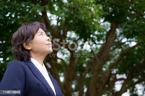 A mature woman who continues to work. Active role of female leader.