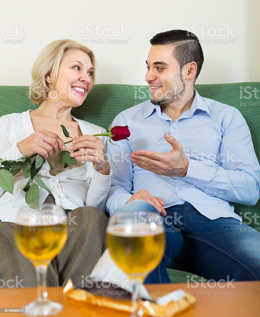 Une成熟avec un jeune homme