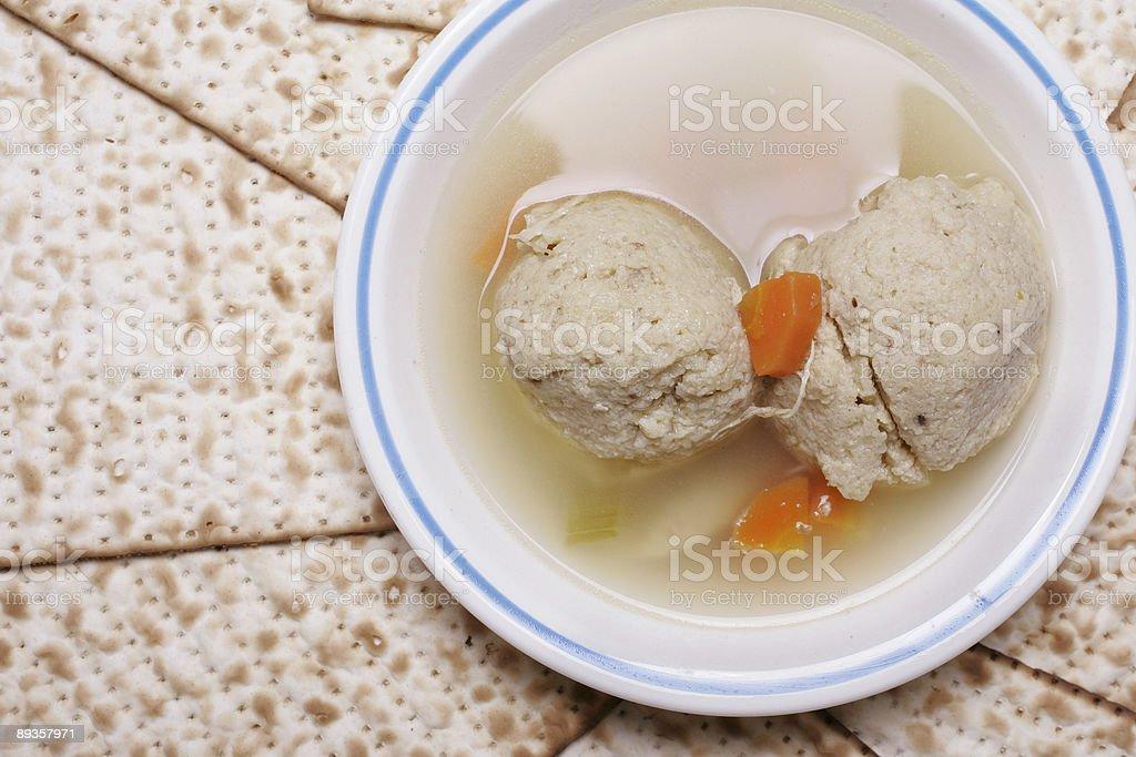 Zupa z kulkami z macy po prawej zbiór zdjęć royalty-free