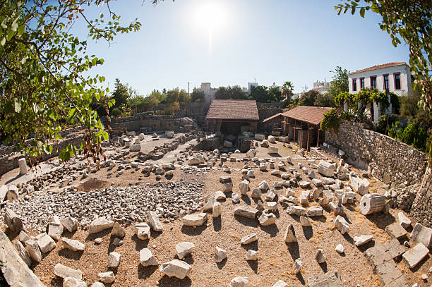 mausoleum at halicarnassus, bodrum, turkey - mausoleum stockfoto's en -beelden
