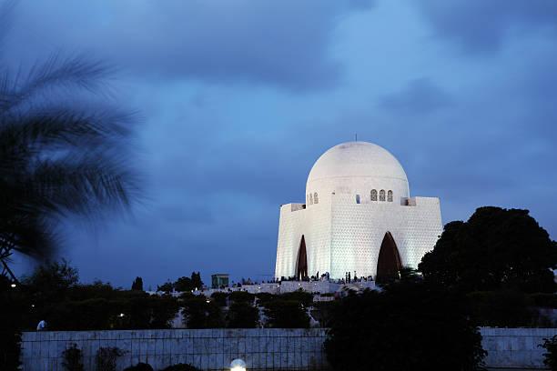 mausoleum of pakistan's founder mohammad ali jinnah - mausoleum stockfoto's en -beelden