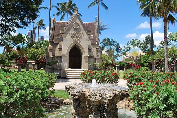 mausoleum,honolulu - mausoleum stockfoto's en -beelden