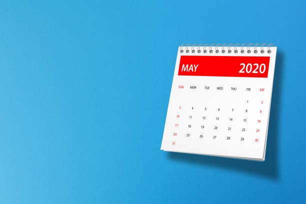 maj 2020 kalender på blå bakgrund - maj bildbanksfoton och bilder