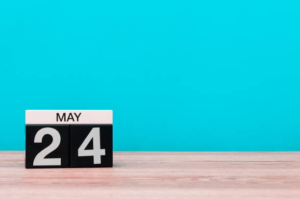 le 24 mai. jour 24 du mois, calendrier sur fond turquoise. temps de printemps, un espace vide pour texte - nombre 24 photos et images de collection