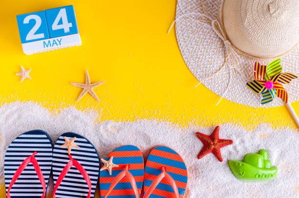 le 24 mai. image du 24 mai calendrier avec accessoires de plage l'été. printemps comme été vacances concept - nombre 24 photos et images de collection