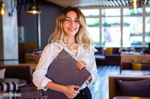 Cafeteria Restaurant - Waitress