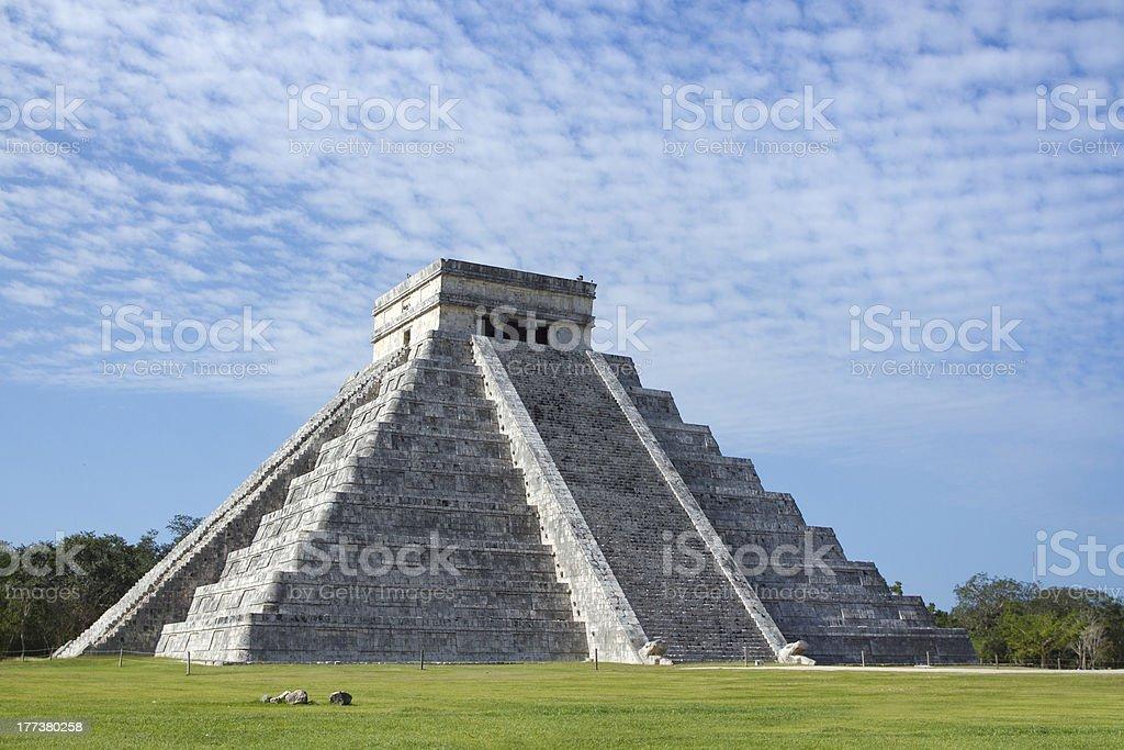mayan ruins at chichen itza, mexico stock photo