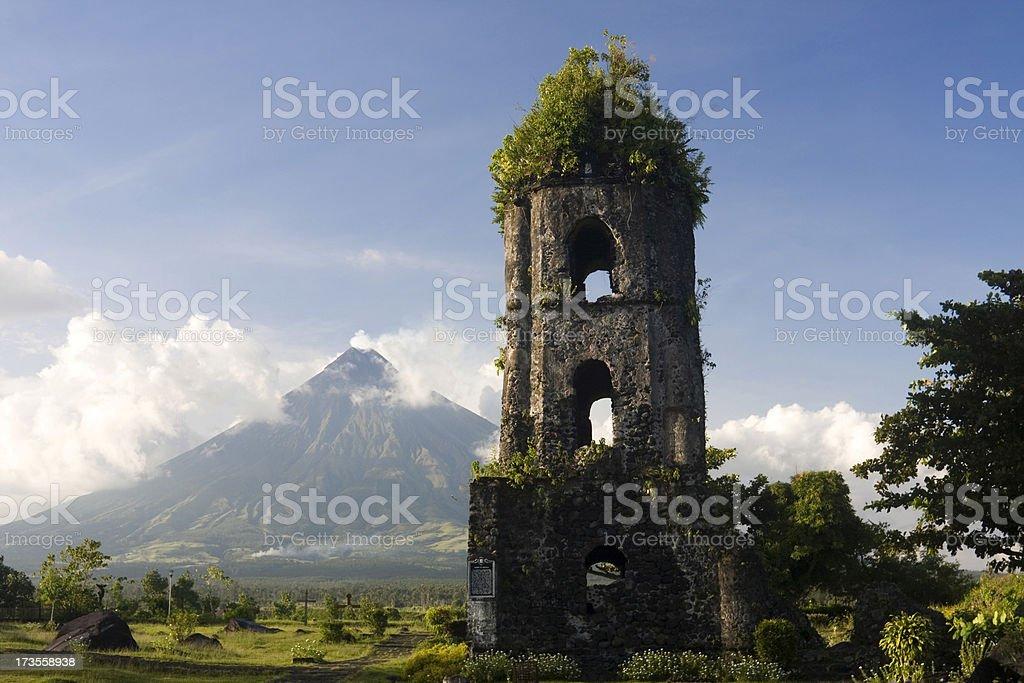 McKinley-Vulkan und Cagsawa-Ruinen – Foto