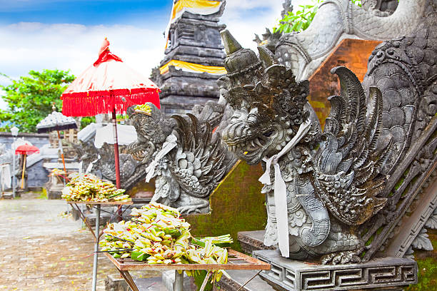 mayura water palace, mataram, lombok, indonesia - lombok stockfoto's en -beelden