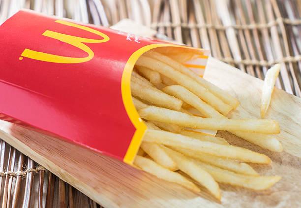 mc donalds картофель - mcdonalds стоковые фото и изображения