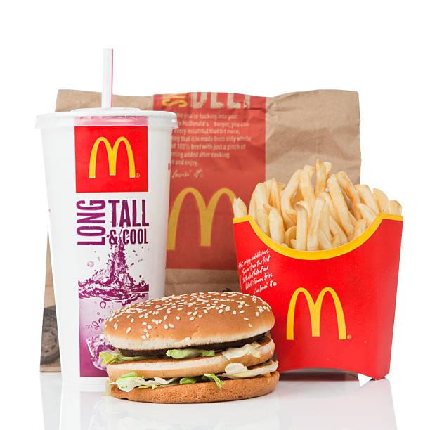 mcdonald's большое значение mac блюда - mcdonalds стоковые фото и изображения