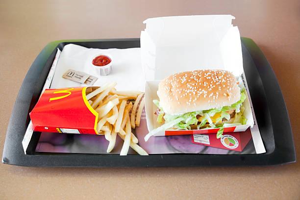mcdonald's гамбургер - mcdonalds стоковые фото и изображения