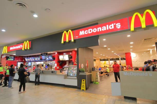 mcdonalds melbourne airport australia - mcdonalds стоковые фото и изображения