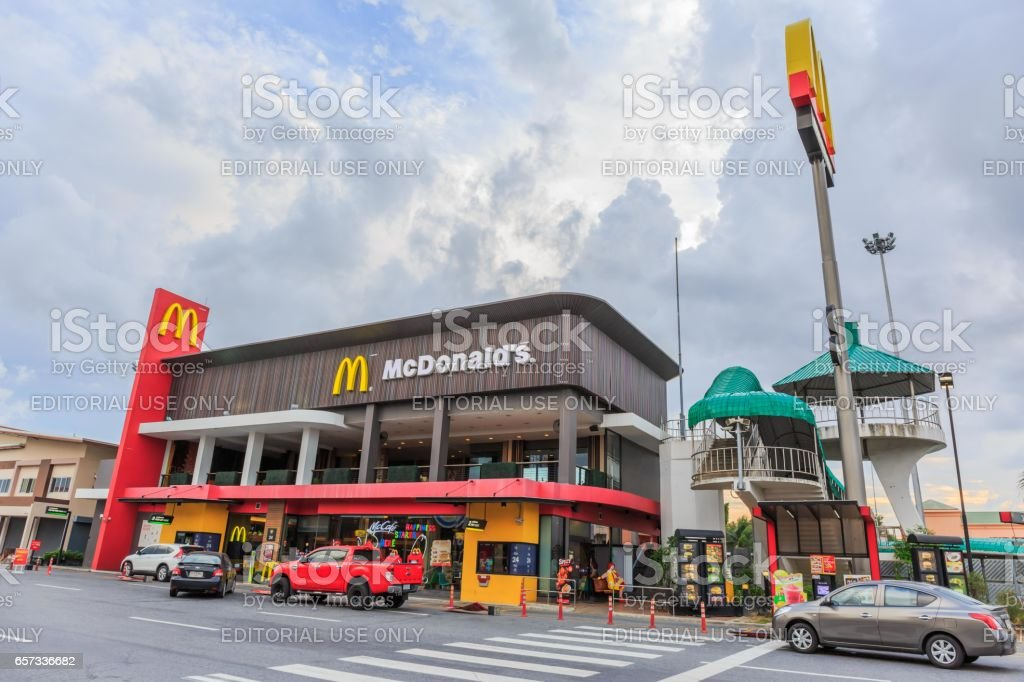CHACHOENGSAO, THAILAND- MARCH 25, 2017  : A McDonald's restaurant at the Motorway Rest Area, Chachoengsao province in twilight time. It is the largest restaurant on this road in Thailand. stock photo