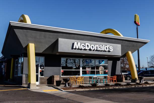 mcdonald's restaurant location. mcdonald's is a chain of hamburger restaurants i - mcdonalds стоковые фото и изображения