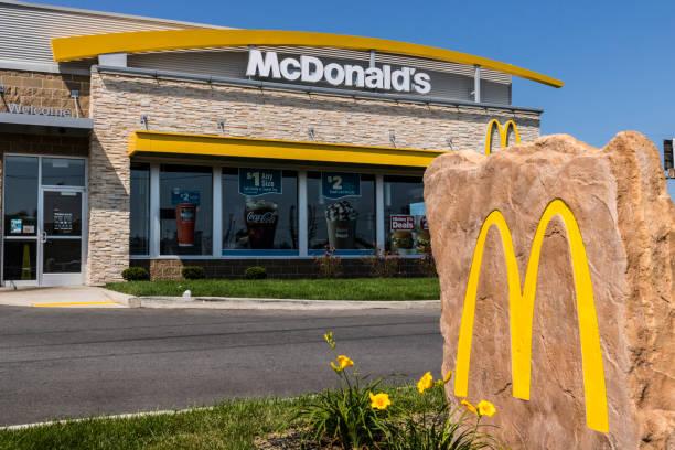mcdonald's restaurant location. mcdonald's is a chain of hamburger restaurants xii - mcdonalds стоковые фото и изображения