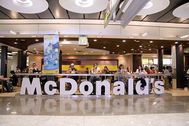 mcdonald's restaurant - mcdonalds стоковые фото и изображения