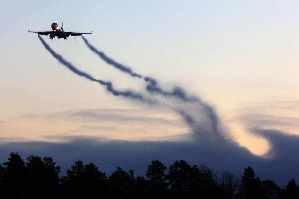 麥克道格拉斯 md-11f 民用貨運飛機著陸來自翼梢渦 - 亂流 個照片及圖片檔