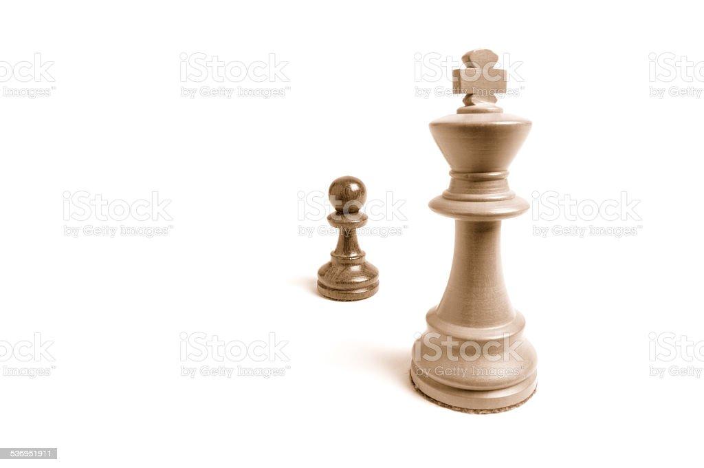 Mächtig und gross gegen machtlos und klein - Schachfiguren 2 stock photo