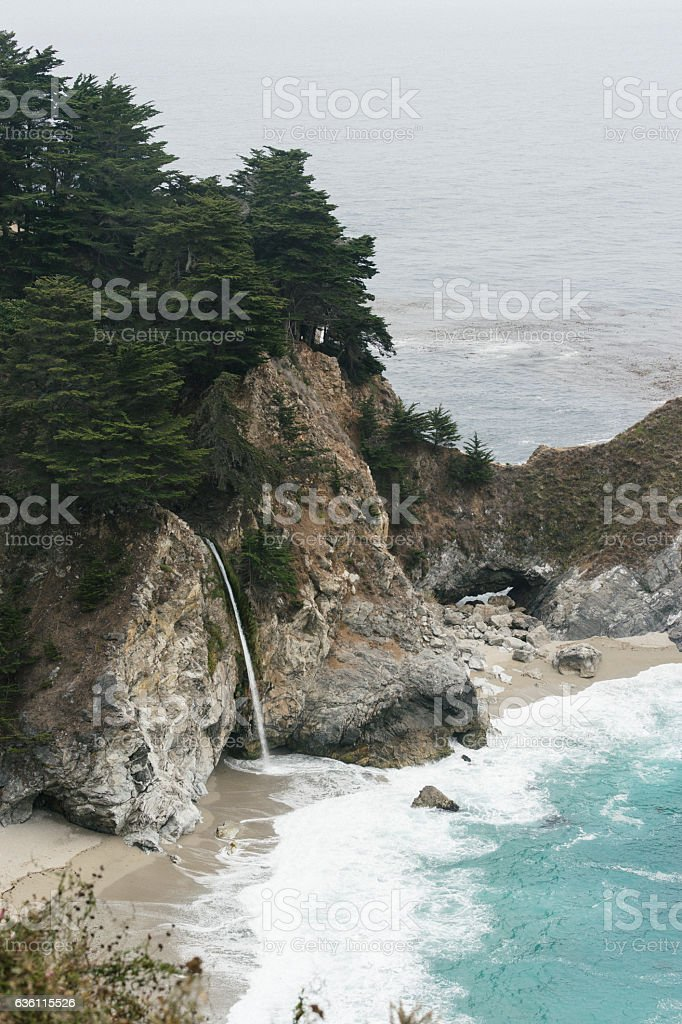 Mcway Falls - Big Sur, California - foto de stock