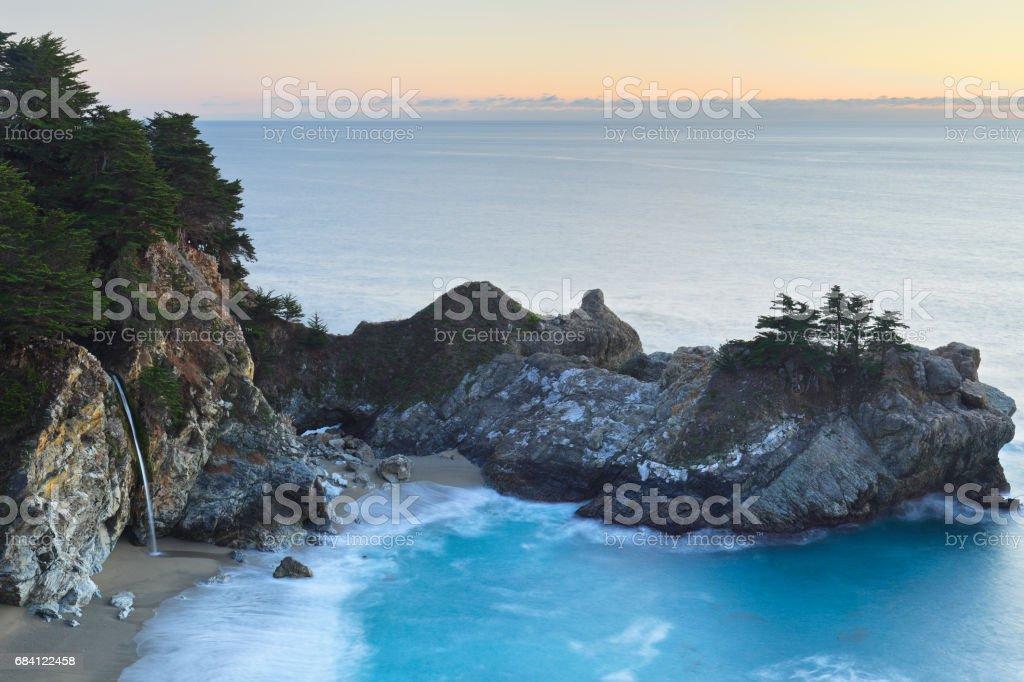 McWay Waterfall - Big Sur zbiór zdjęć royalty-free