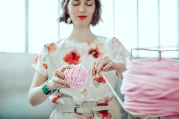 me in my store - lavorare a maglia foto e immagini stock