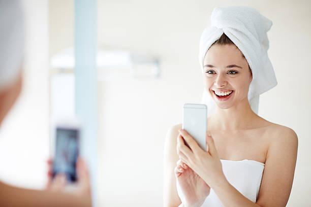 me in the morning - cell phone toilet stockfoto's en -beelden