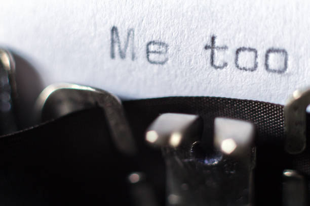 """Me too"" typed on typewriter Word ""Me too"" typed on typewriter prettige verrassingen stock pictures, royalty-free photos & images"