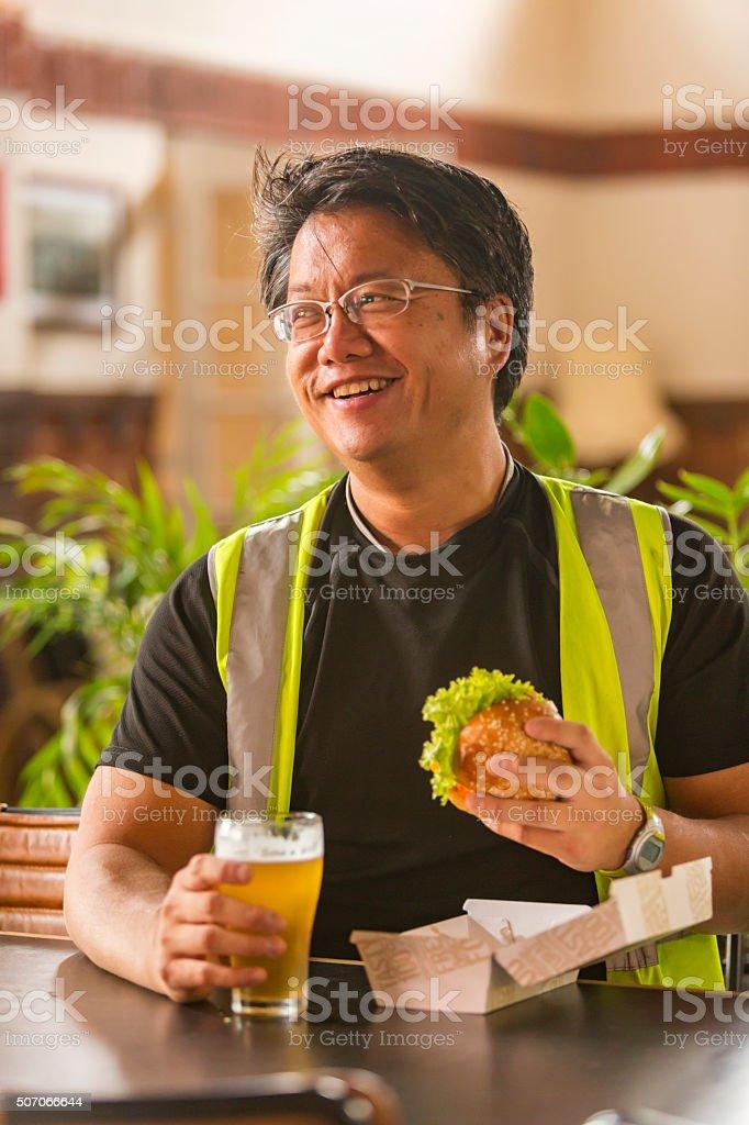 Mahlzeit-Kurzurlaub für eine Workman in hohe Sicherheit Kleidung – Foto
