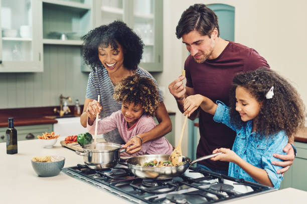 a meal cooked by the whole family tastes better - together imagens e fotografias de stock