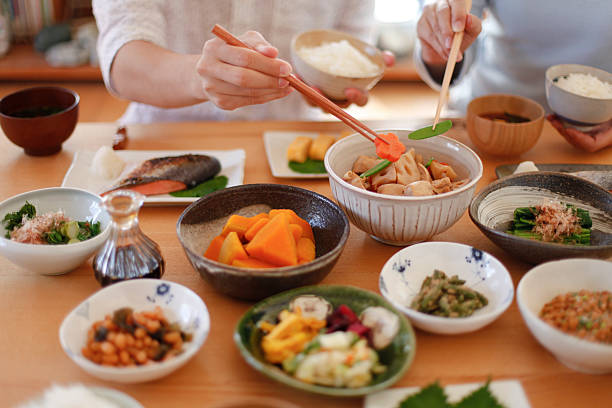 のカップルのお食事 - 日本食 ストックフォトと画像