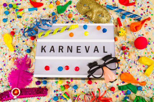 karneval bedeutet glücklich carneval - karnevalskostüme köln stock-fotos und bilder