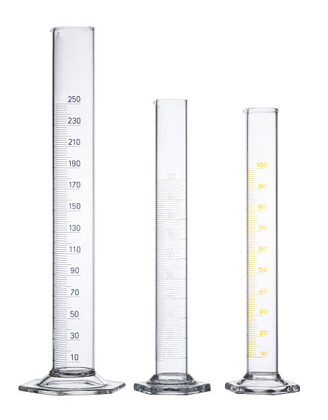 measuring cylinders - buis laboratoriumapparatuur stockfoto's en -beelden