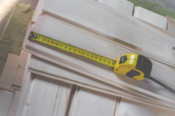 measuring wood to be cut with a measure