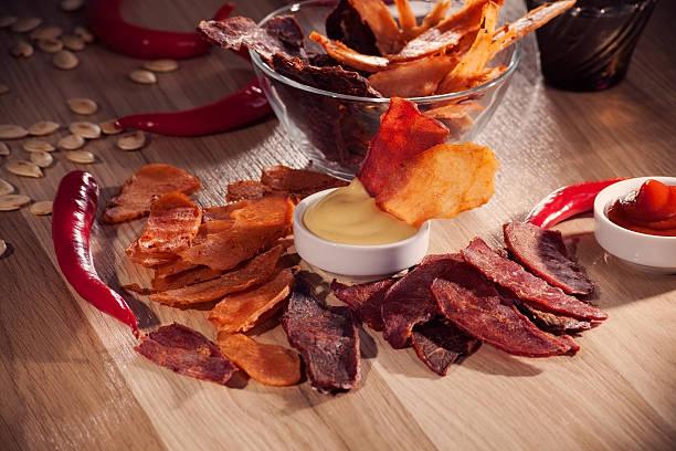 Carne e batata chips - foto de acervo