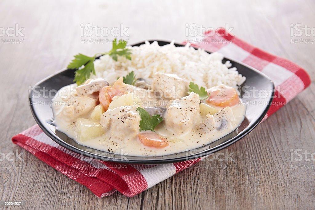 Viande avec des légumes, et crème - Photo