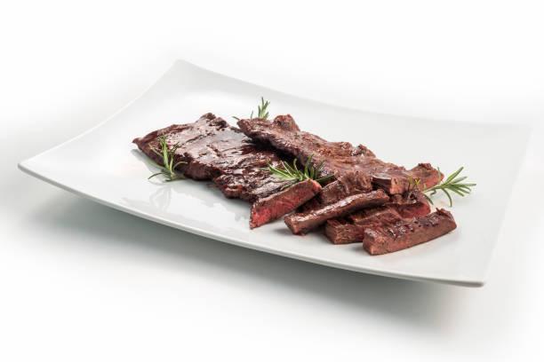 fleischgericht rock steak - flank steak marinaden stock-fotos und bilder