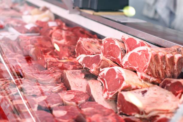 Fleisch für den Verkauf im Shop angezeigt – Foto