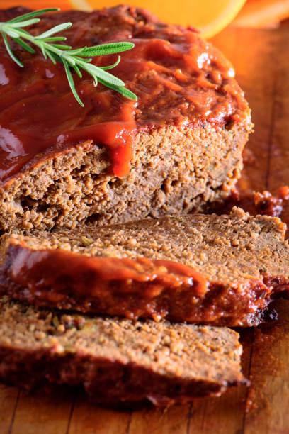 meat loaf - hackfleischbraten stock-fotos und bilder