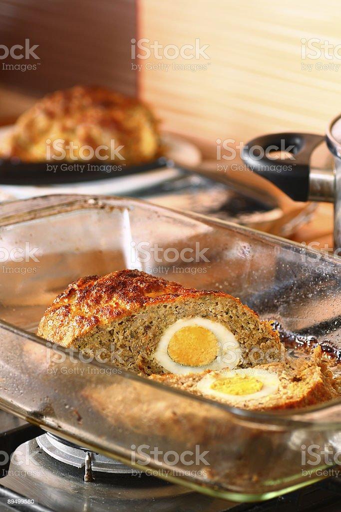 Meat loaf with egg royaltyfri bildbanksbilder