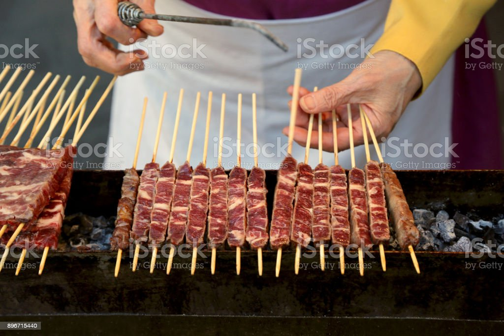 meat of lamb called Arrosticini in italian language They are a class of traditional italian cuisine of Abruzzo Region - foto stock