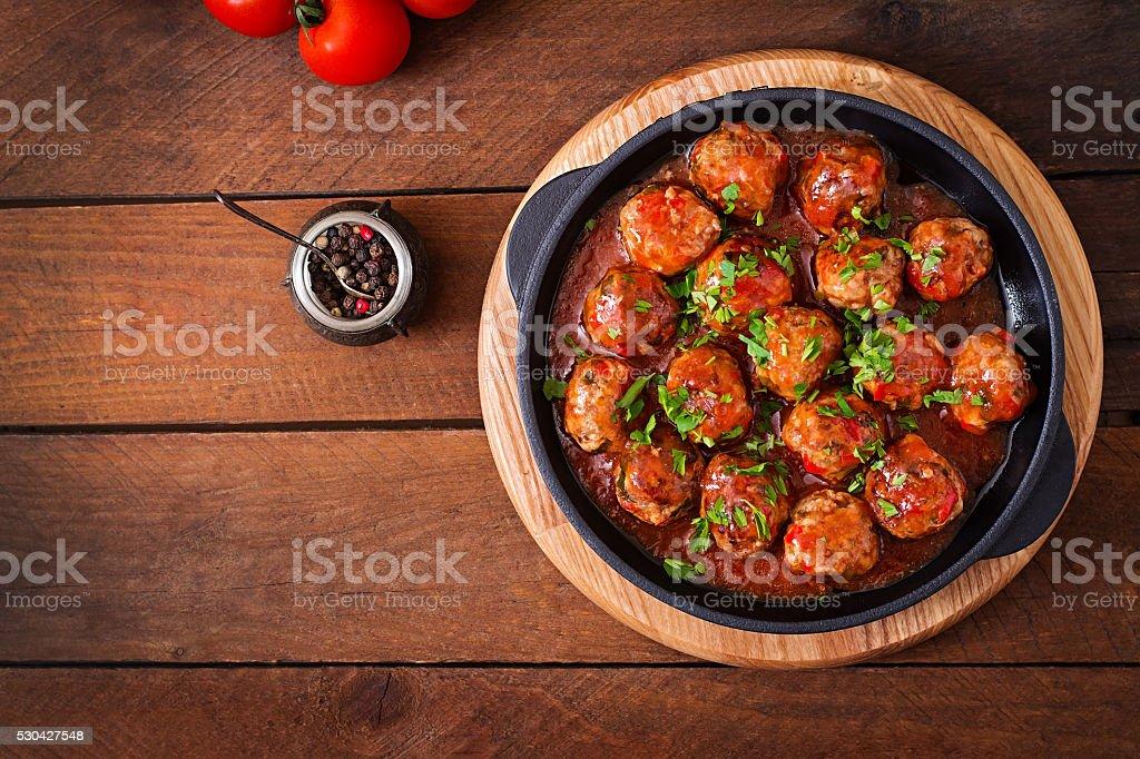 Fleischbällchen in Tomatensoße süß und sauer – Foto