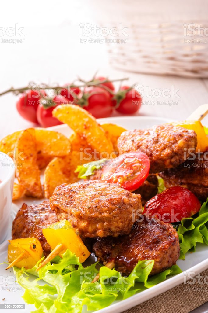 Meatballs skewers of tomato, paprika and baked potato quarters zbiór zdjęć royalty-free