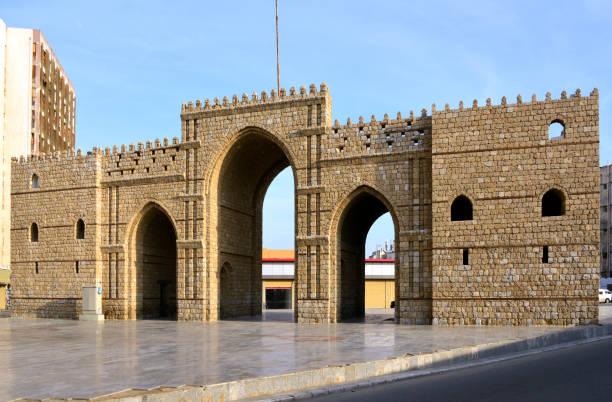 메카 / 메카 게이트 인 제다 올드 시티 - 알 발라드, 제다, 사우디 아라비아 - saudi national day 뉴스 사진 이미지