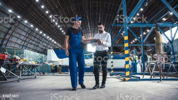 Mechanic and flight engineer having a discussion picture id870011622?b=1&k=6&m=870011622&s=612x612&h=me2a6vmh7q3faib9u a gwiwnilsv37qkla3fbayzm4=