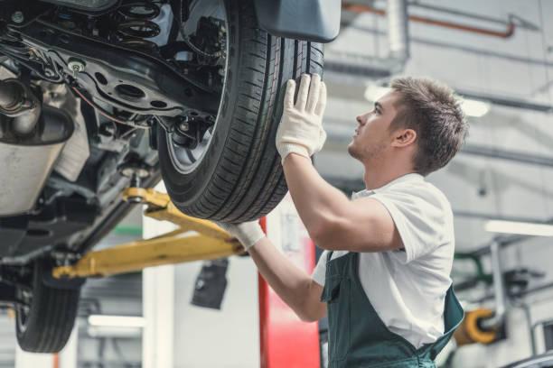 Mechaniker im Einsatz – Foto