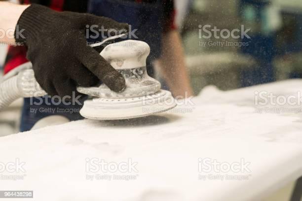 Foto de Polimento Mecânico De Carro e mais fotos de stock de Adulto