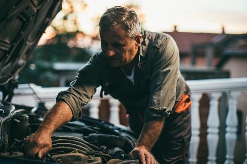 istock Mechanic repairing car 994847746