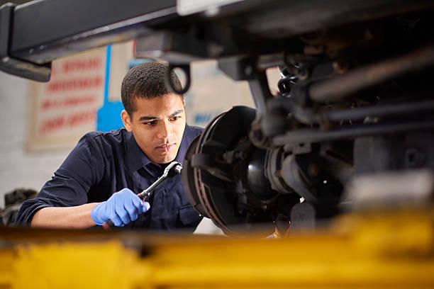 mechanic repairs - 剎車制 個照片及圖片檔